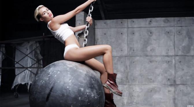 Od Miley Cyrus do Beyonce: 20 trenutaka koji su obilježili glazbenu 2013.