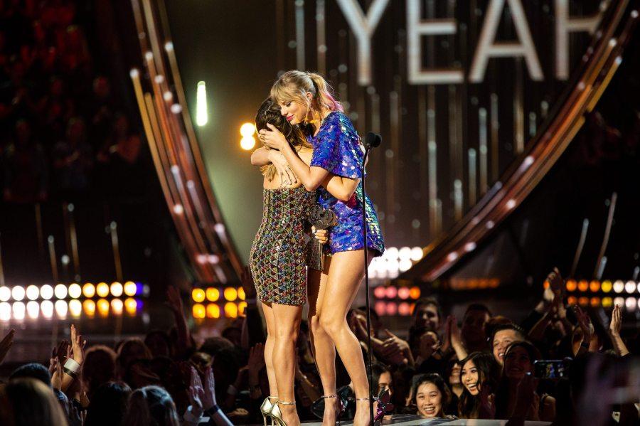 Taylor Swift Maren Morris iHeartRadio Music Awards